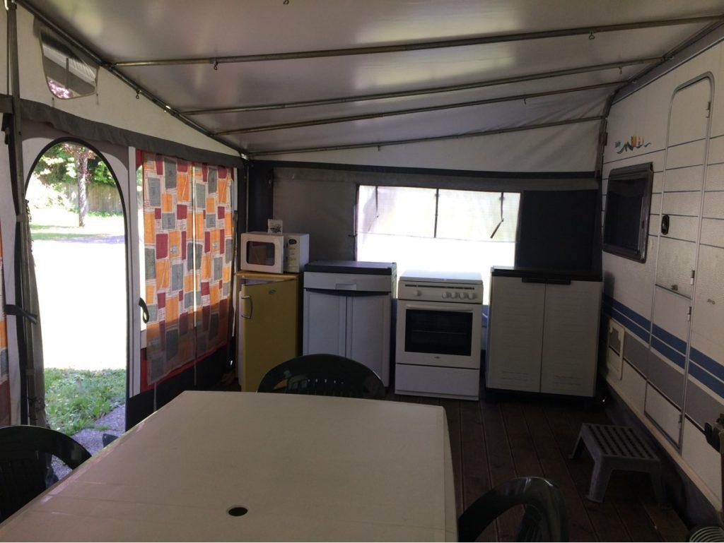 Wohnwagen zu 200 € die Woche ausgestattet.